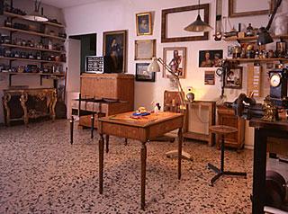 Officina antiquaria mobili e oggetti d 39 arte antichi di for Mobili modernariato