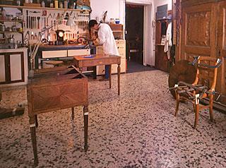 Officina Antiquaria - Mobili e oggetti d\'arte antichi, di ...